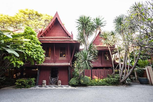 Das jim thompson house ist ein museum in bangkok, thailand