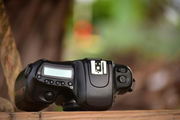 Das kameraobjektiv, das professionellen fotografen scharfe, schöne qualität bietet.
