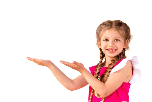 Das kind zeigt auf ihre anzeige.