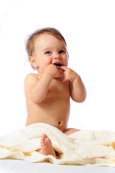 Das kind zeigt den ersten zahn