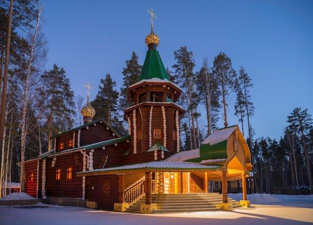 Das kloster der heiligen königlichen märtyrer in der nacht