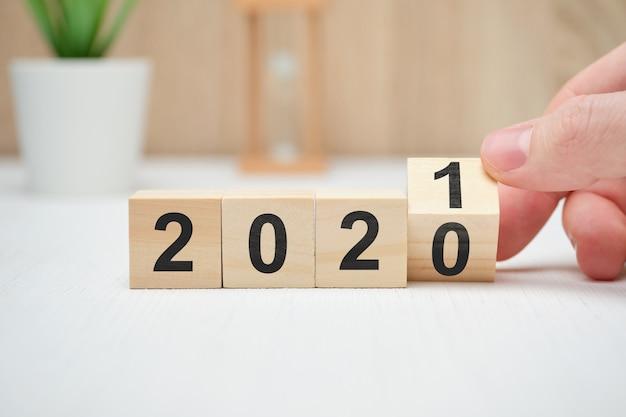 Das konzept der änderung des jahres von 2020 bis 2021 und die ertragslage.