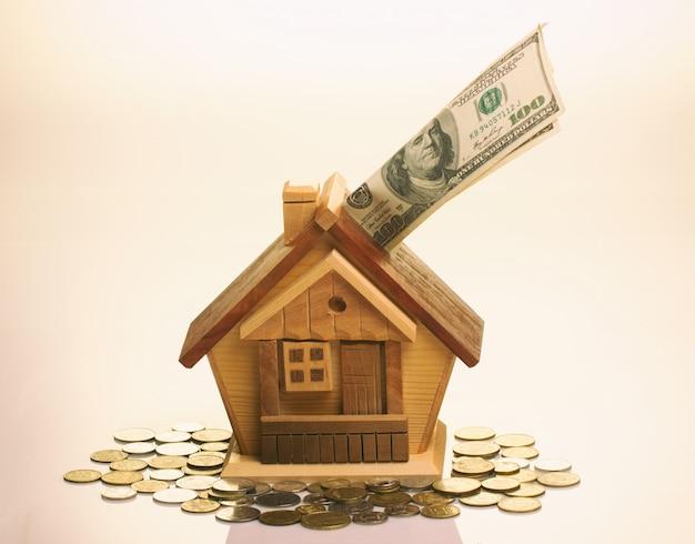 Das konzept der anhäufung von geld für wohnkaufhaus.