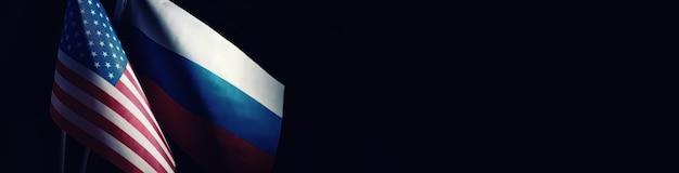 Das konzept der diplomatischen beziehungen. flagge der vereinigten staaten von amerika und der russischen föderation. sanktionsdruck in der politik.
