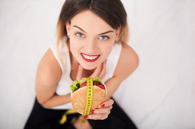 Das konzept der gesunden und ungesunden ernährung.