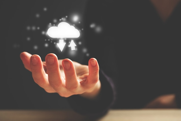 Das konzept der modernen cloud-technologie im globalen netzwerk.