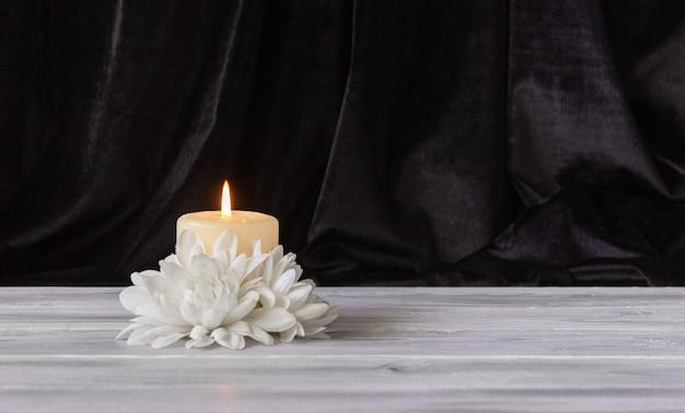 Das konzept des gedenkens, der beerdigung und des beileids