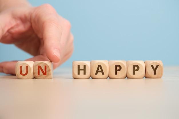 Das konzept von glücklich und unglücklich als antonyme und veränderung.