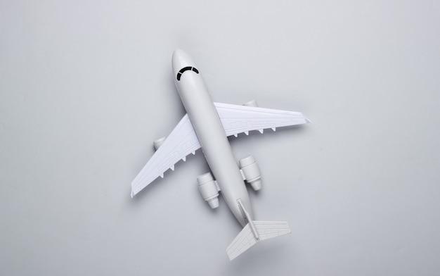 Das konzept von tourismus, flugreisen, minimalismus.