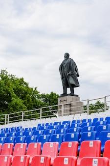 Das lenindenkmal in uljanowsk wurde am 22. april 1940 auf dem leninplatz errichtet. sein autor, bekannter sowjetischer bildhauer manizer. russland, uljanowsk. 25. mai 2018