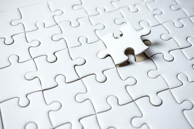 Das letzte puzzleteil ist leer auf dem feld.