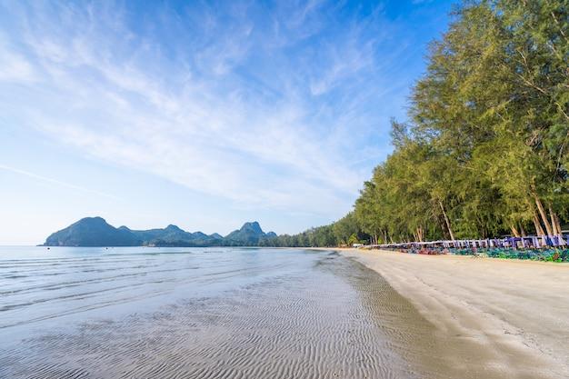 Das meer bei ao manao, morgen im sommer, prachuap khiri khan, thailand