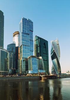 Das moscow international business center, auch als moscowcity bezeichnet, ist ein geschäftsviertel im zentrum von moskau