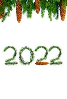 Das neue jahr 2022 besteht aus fichtenzweigen