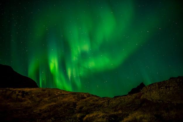 Das nordlicht (aurora borealis) von norwegen aus gesehen