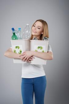 Das recycling von abfällen ist für die umwelt sehr wichtig