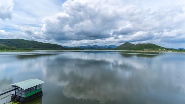 Das reservoir bei ban yang chum, phetchaburi, thailand