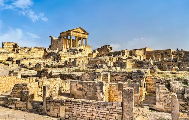 Das römische kapitol bei dougga in tunesien, nordafrika Premium Fotos