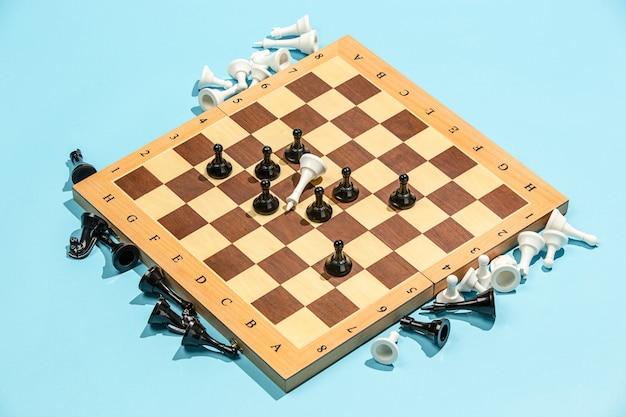 Das schachbrett- und spielkonzept von geschäftsideen und wettbewerb.