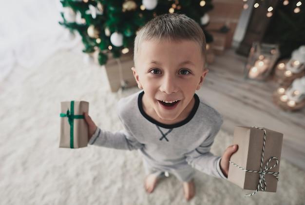 Das schenken von geschenken ist unser familienbrauch