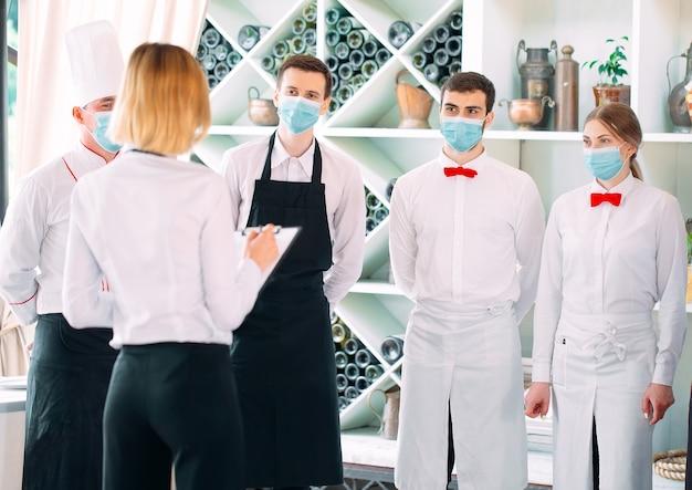Das serviceteam eines restaurants