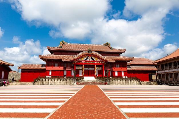 Das shuri schloss, naha, okinawa, japan. eines der berühmtesten schlösser von okinawa.
