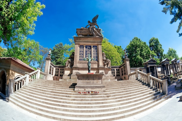 Das slavin-mausoleum auf dem friedhof vysehrad. prag, tschechische republik