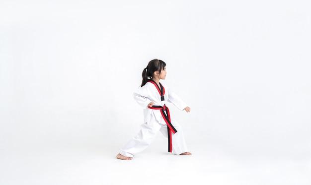 Das studio asiatische kinder karate kampfkunst