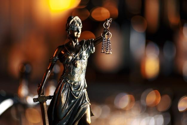 Das symbol der gerechtigkeitsstatue, bild des rechtsrechtskonzepts