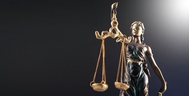 Das symbol der statue der gerechtigkeit