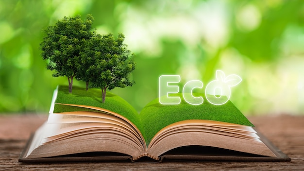 Das umweltfreundliche recyclingkonzept steht auf einem buch auf einem tisch aus pflanzen