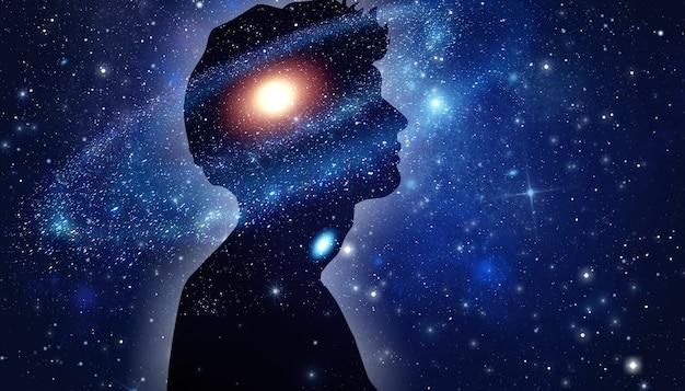 Das universum im inneren. silhouette eines mannes im universum.