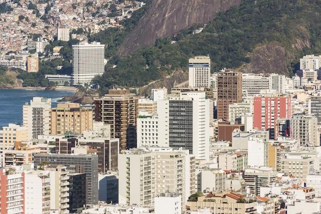 Das viertel ipanema, von der spitze des cantagalo-hügels in rio de janeiro aus gesehen.