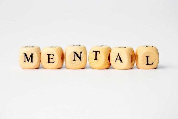 Das wort mental in holzwürfelbuchstaben