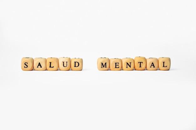 Das wort psychische gesundheit in holzwürfelbuchstaben