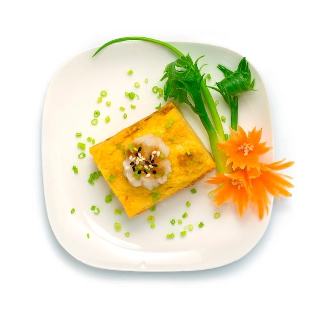Dashimaki tamago japanisches süßes ei mit geriebenem rettich
