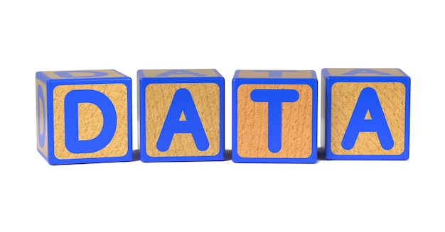 Daten auf farbigen hölzernen kinderalphabetblock isoliert auf weiß.
