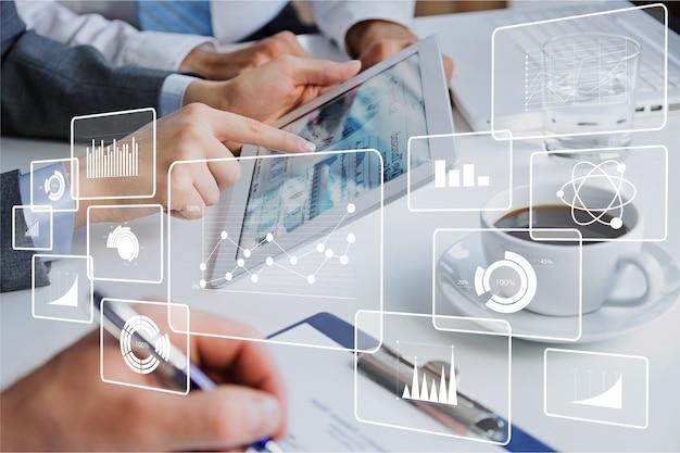 Datenmarketingschulung, geschäftsteam mit tablet-pc