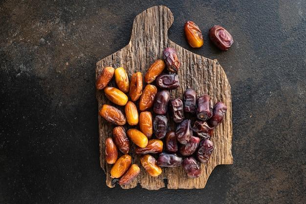 Dattelfrucht süßes trockenobst gesunder leckerer snack veganes oder vegetarisches essen