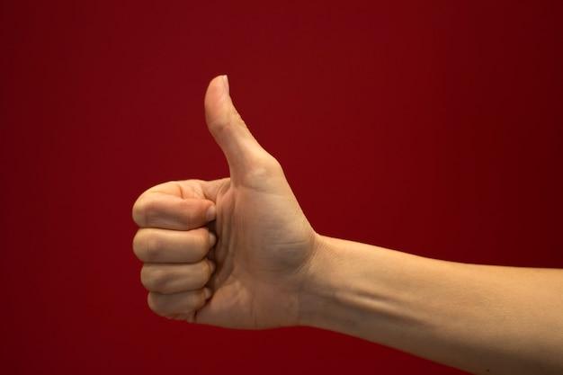 Daumen hoch zeichen mit der hand