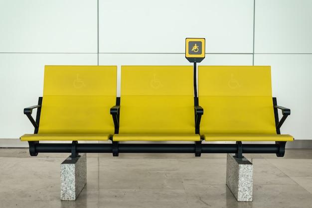 Deaktivieren sie gelbe sitze am flughafen