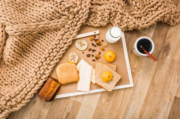 Decke in der nähe von frühstück essen