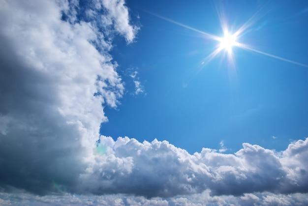 Deeb blauer himmel