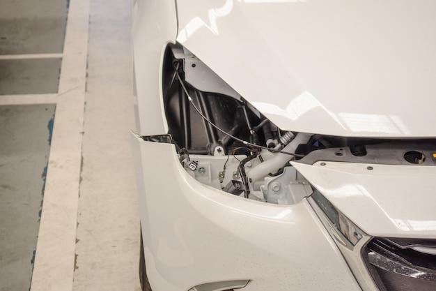 Defekte fahrzeugbeleuchtung in der mitte auto-service für kunden
