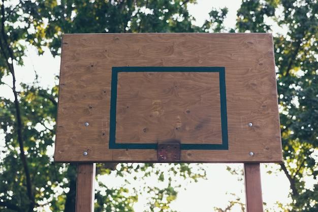Defekter basketballkorb