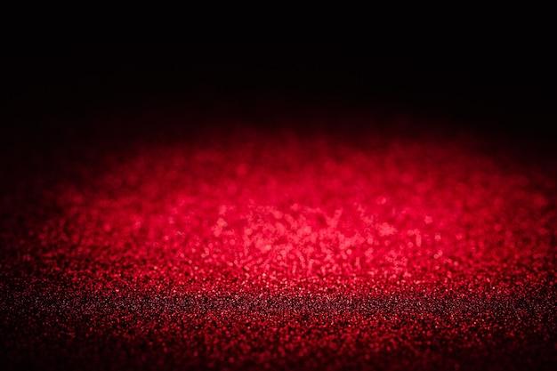 Defokussieren sie die ovale form des roten bokehs auf dem schwarzen hintergrund