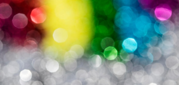 Defokussierter funkelnder regenbogenglitter