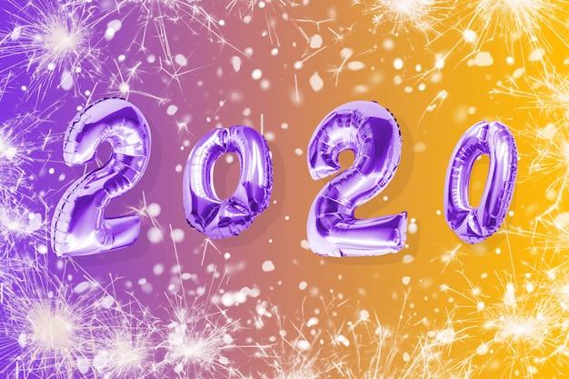Dekoration 2020 des neuen jahres. aufblasbare goldzahlen