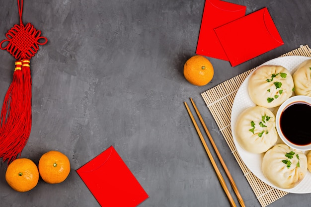 Dekoration des chinesischen neujahrsfests auf grauem hintergrund