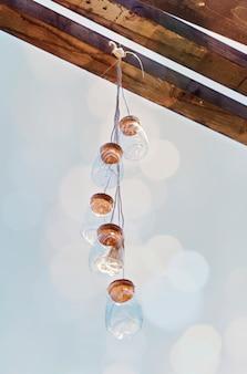 Dekoration des patios mit glaslaternen